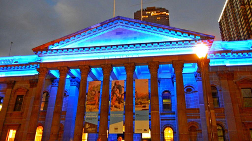 La Victoria State Library se tiñe de azul (Australia)