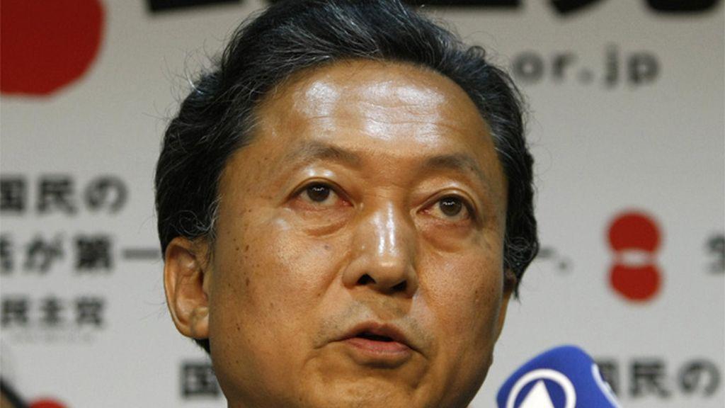 Yukio Hatoyama en rueda de prensa