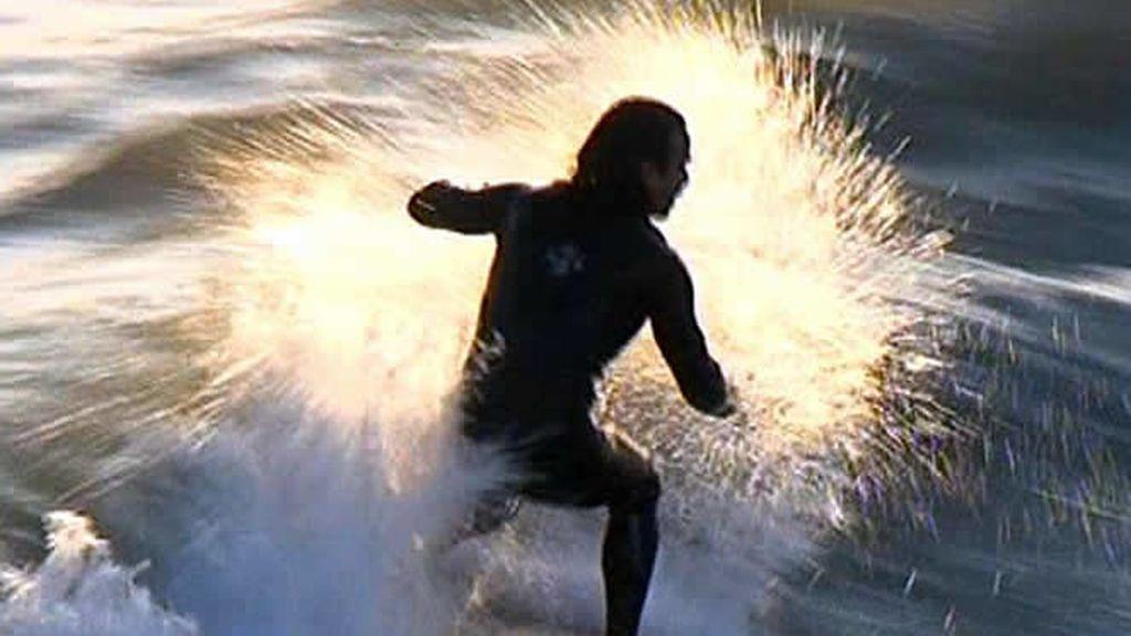 Surfeando en la playa de Santa Mónica