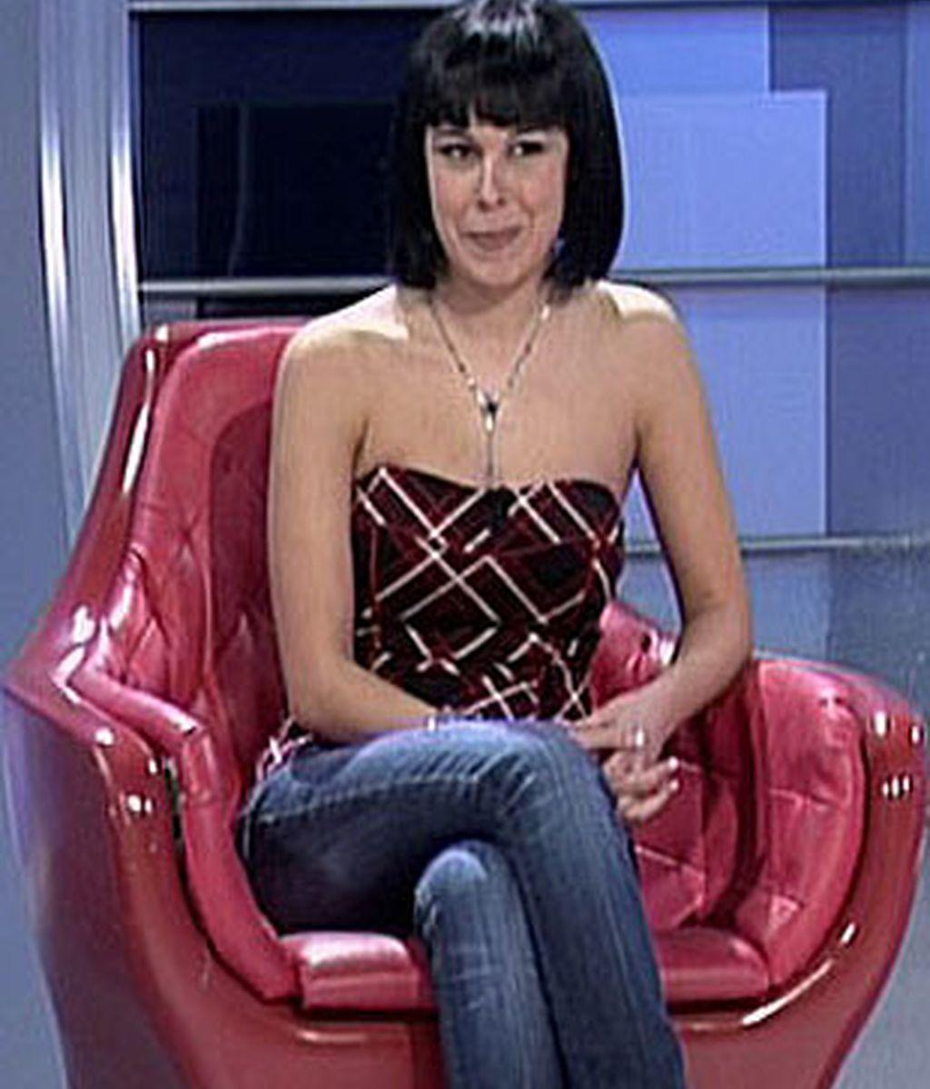 Soraya se sienta en el trono