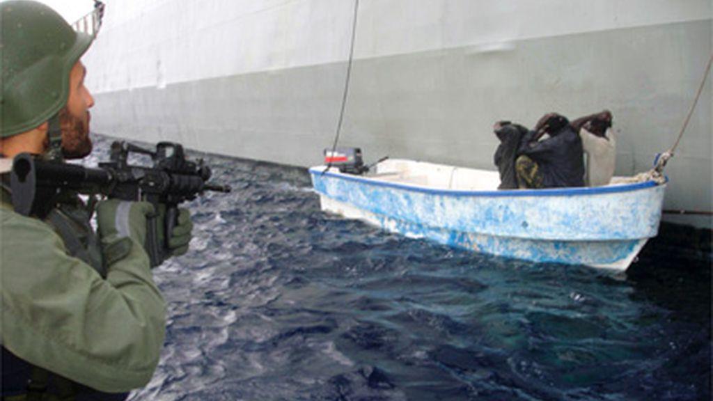 Piratas siendo detenidos