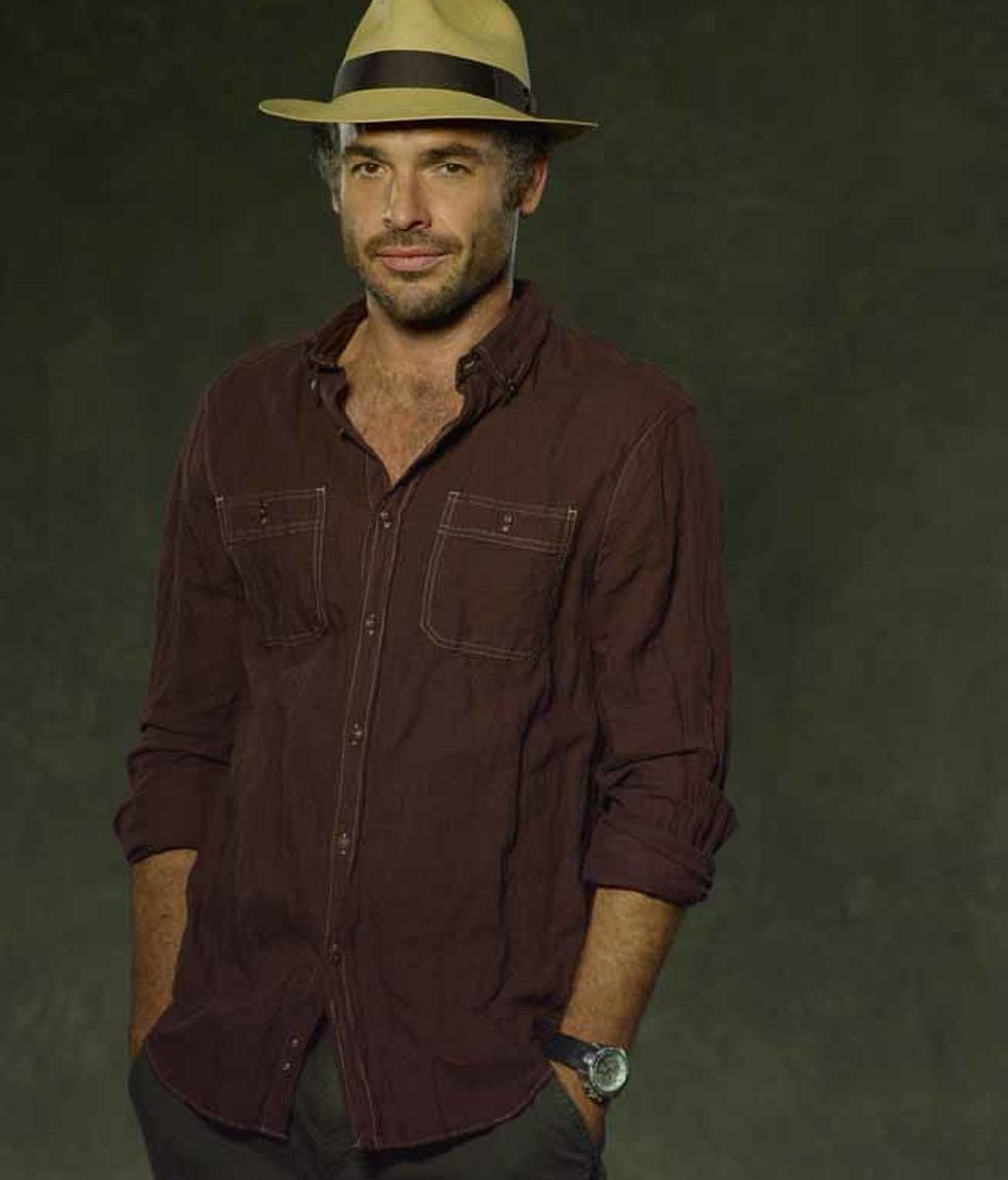 Clark Quietly (interpretado por Paul Blackthorne)