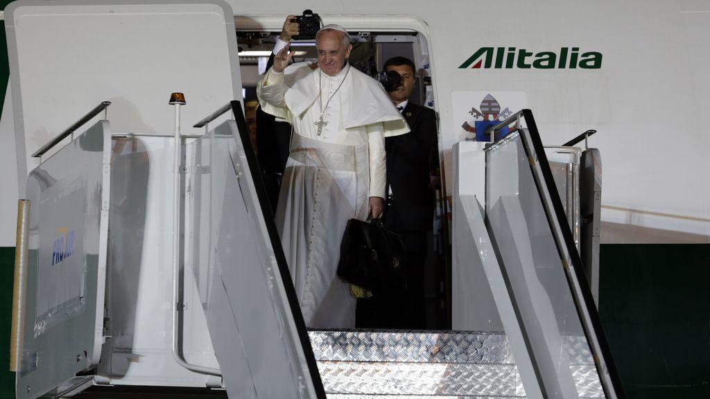El Papa se despide de Brasil