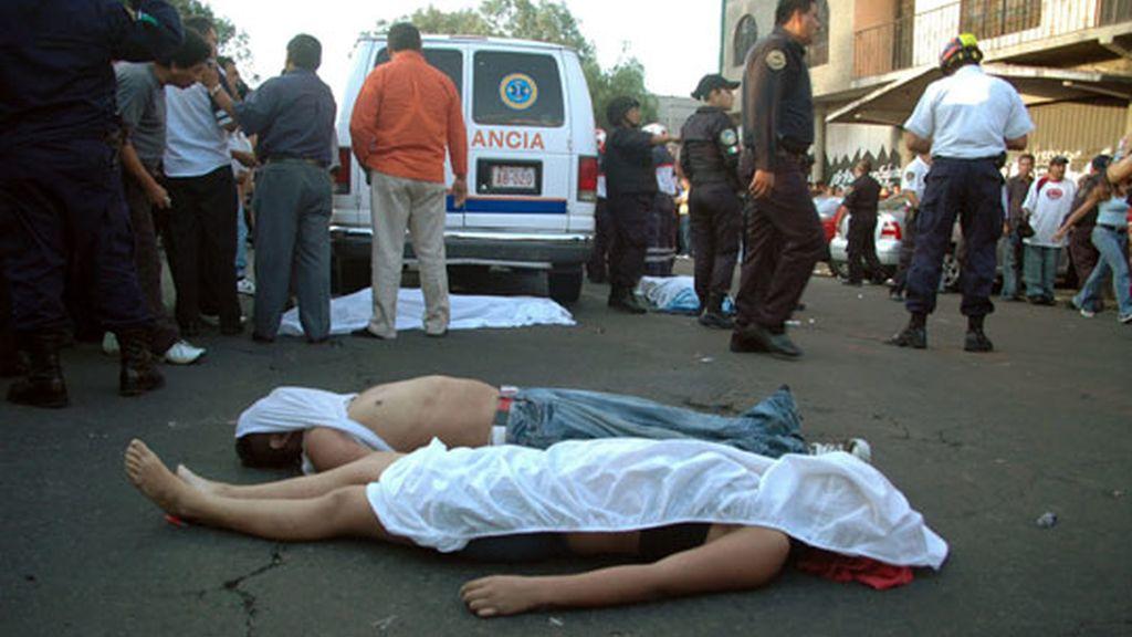En el lugar murieron siete jóvenes y tres policías, y más tarde en un hospital público expiraron dos chicos más que habían sido ingresados graves.