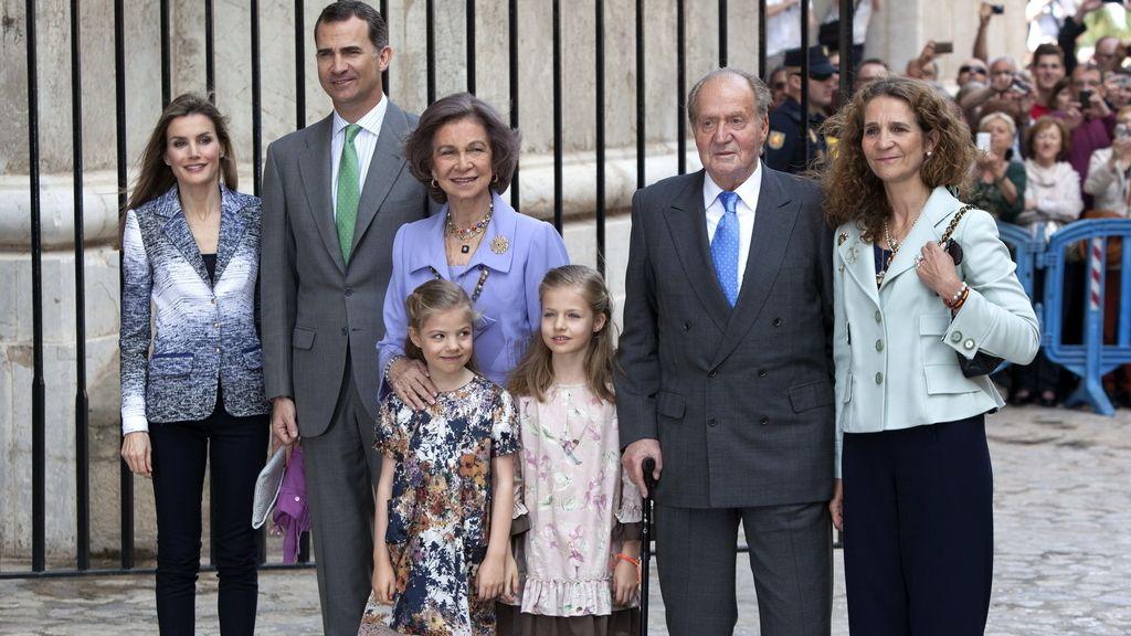La Familia Real en misa de Domingo de Resurrección