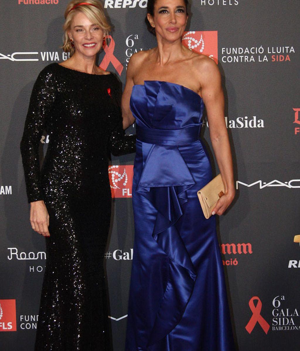 Elsa Anka de azul eléctrico posa junto a Belén Rueda