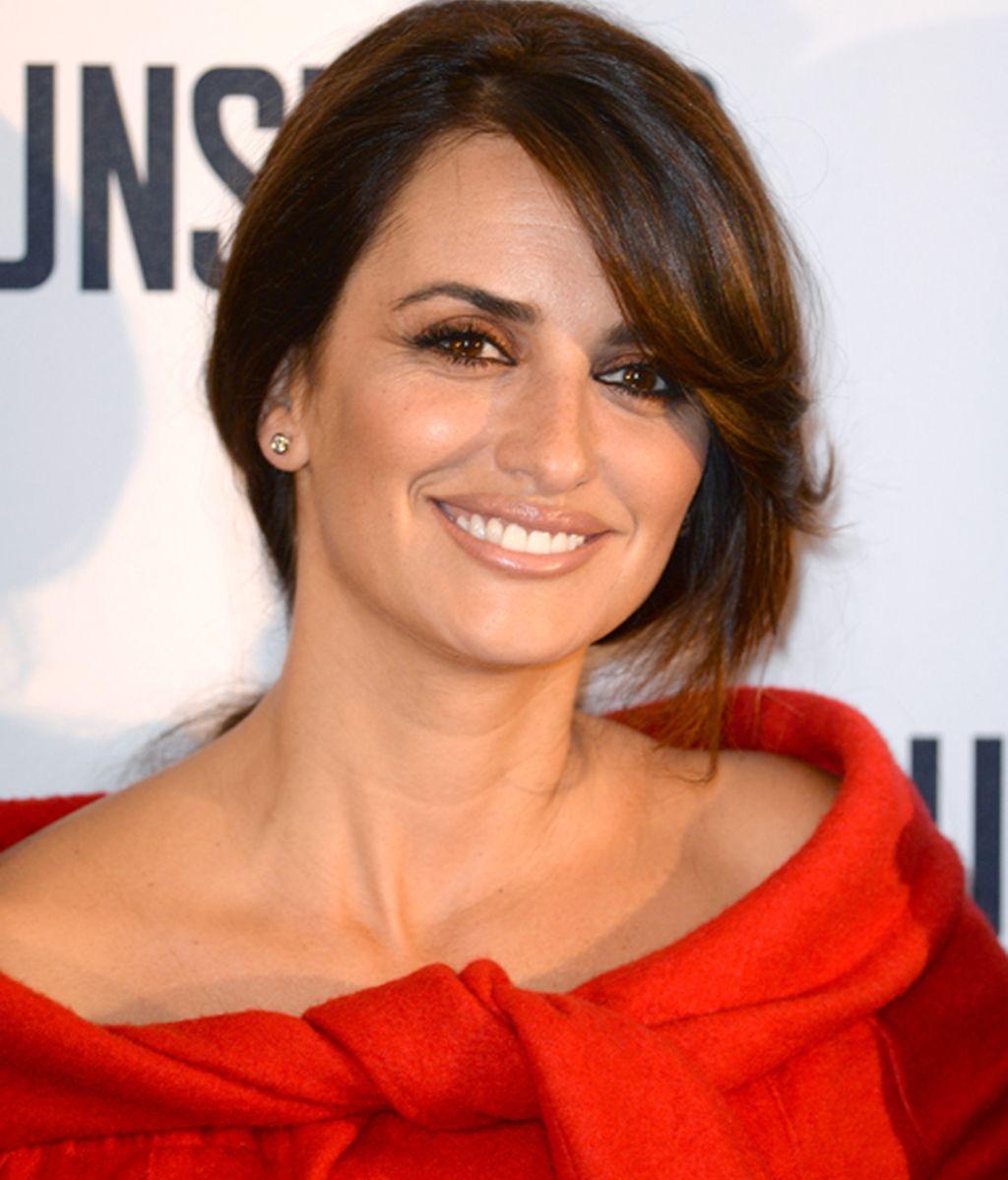 Penélope, radiante en un vestido de Armani en la rueda de prensa de 'El Consjero'
