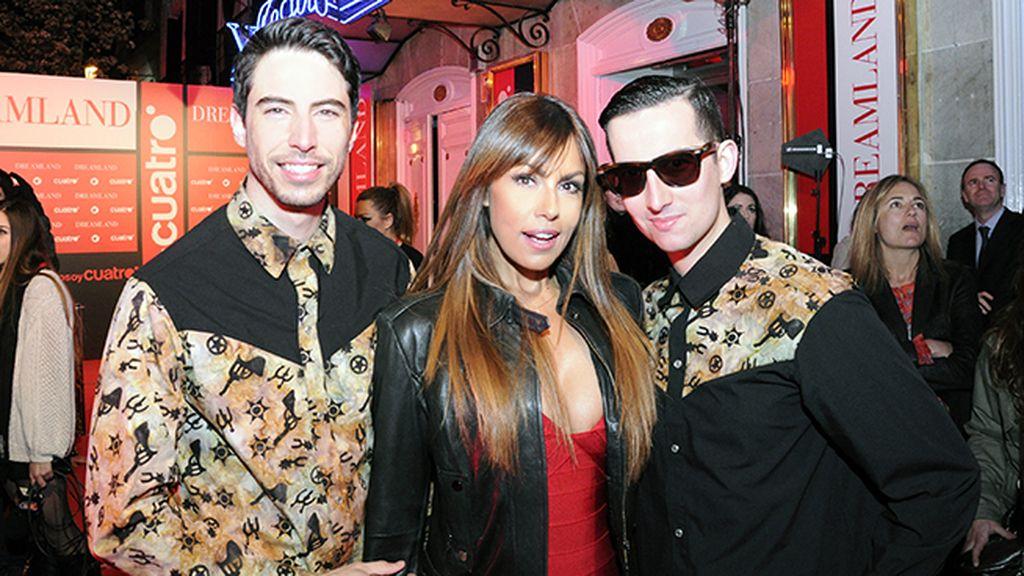 Nos hizo mucha ilusión posar con Jacqueline de la Vega vestidos con nuestras camisas de Bite Handmade