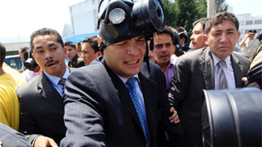 Correa resulta herido en una revuelta de la Policía y el Ejército, que ha tomado el aeropuerto