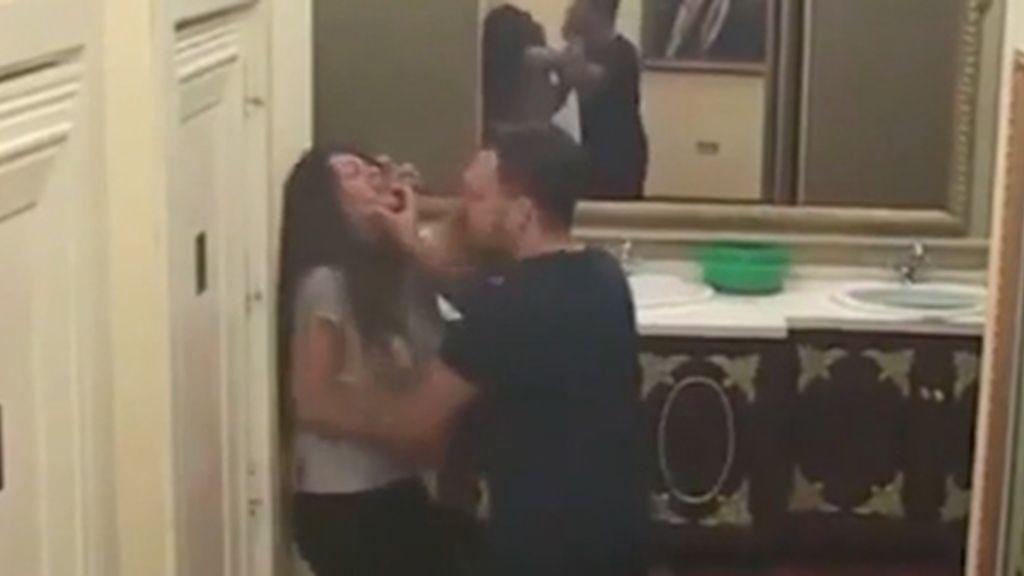 Un hombre agrede a una mujer en un reality show serbio