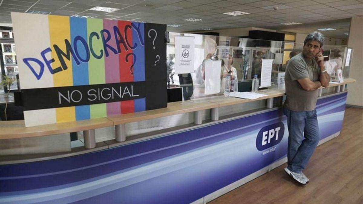 La mayoría de griegos reprueba el cierre de la cadena pública ERT