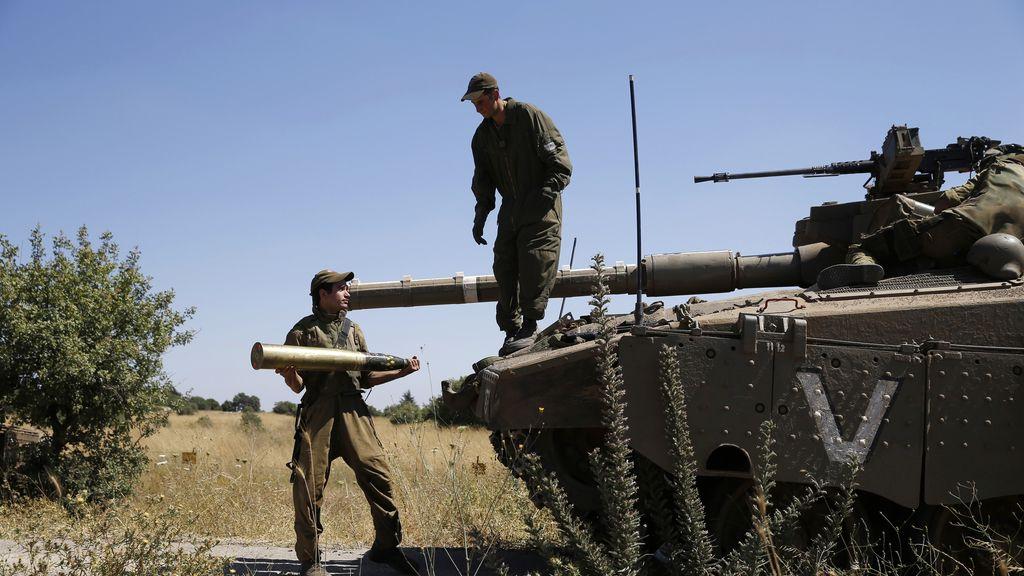 Un soldado israelí en los Altos del Golán