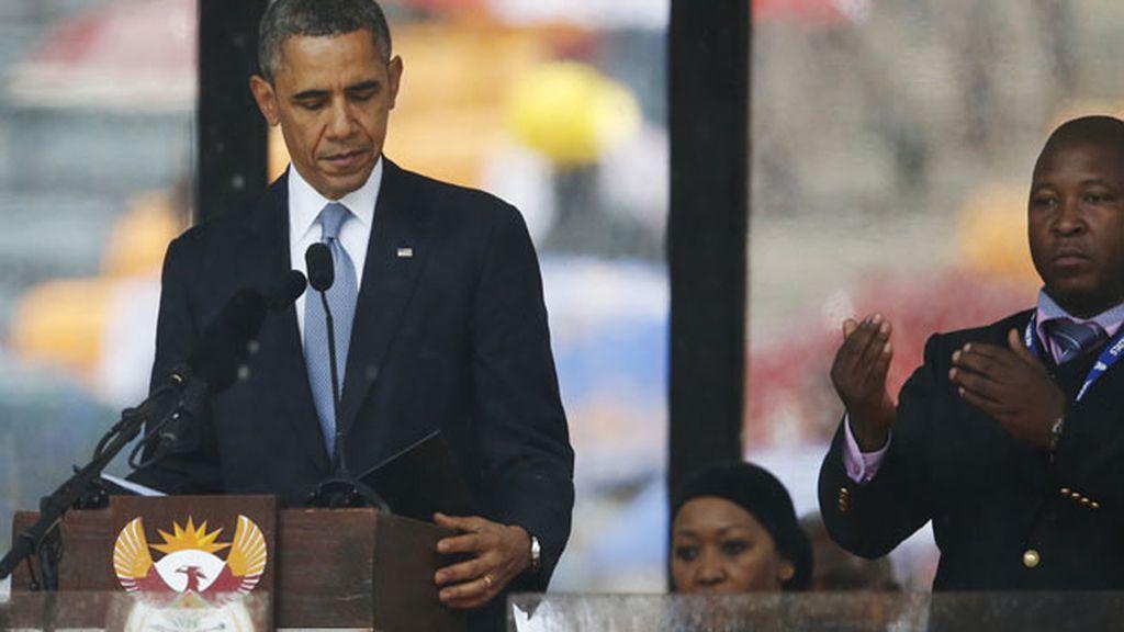 El intérprete durante el discurso de Barack Obama