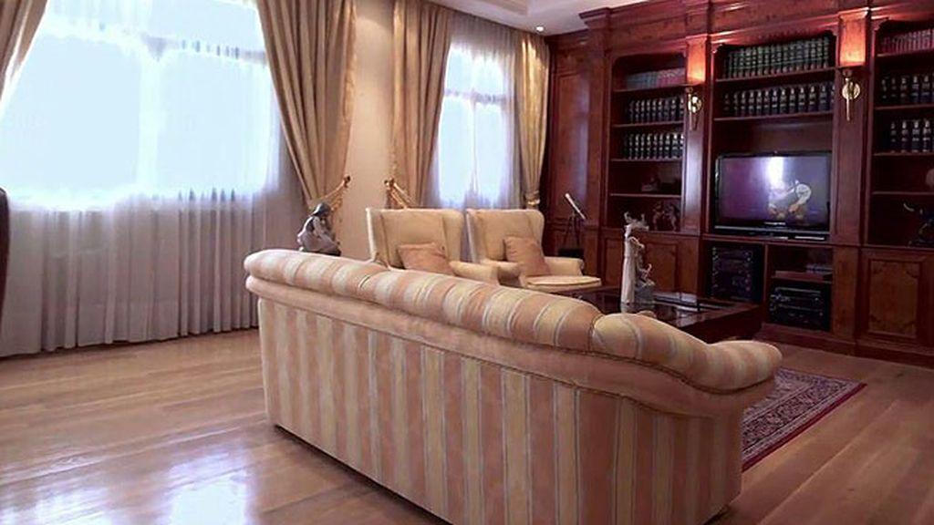 Los tonos tierra predominan en el interior de la casa