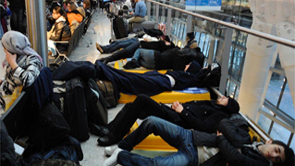 Anulados la mitad de los vuelos del principal aeropuerto francés.