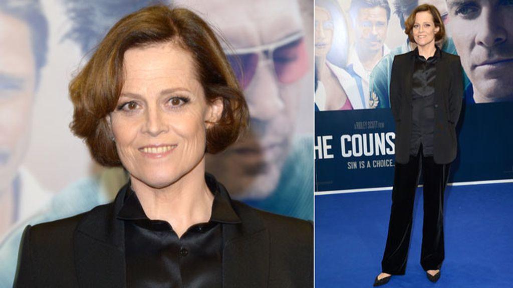 La actriz Sigourney Weaver acudió vestida de negro