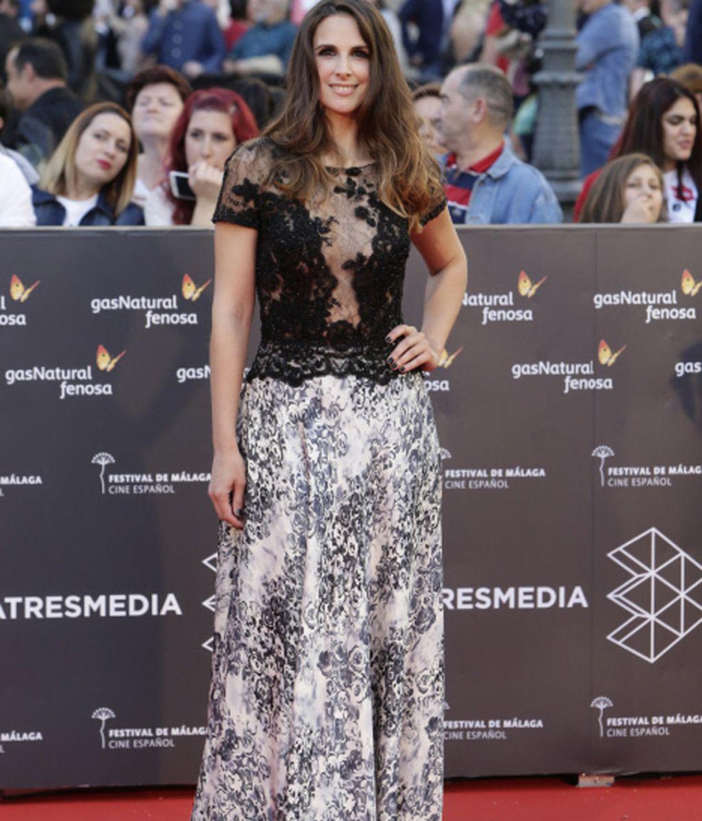 La cantante Nuria Fergó se atreve con los estampados en el Festival de Málaga