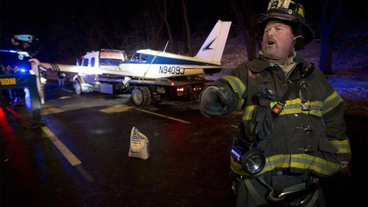 Una avioneta aterriza de emergencia en una autovía de Nueva York
