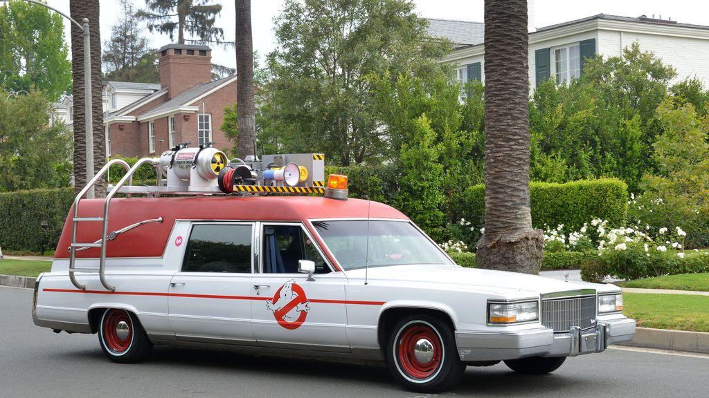 El coche de los cazafantasmas se pasea por Los Ángeles