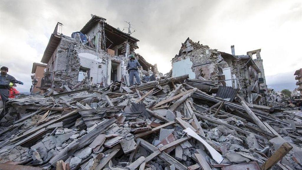 Un fuerte seísmo sepulta a varias ciudades del centro de Italia