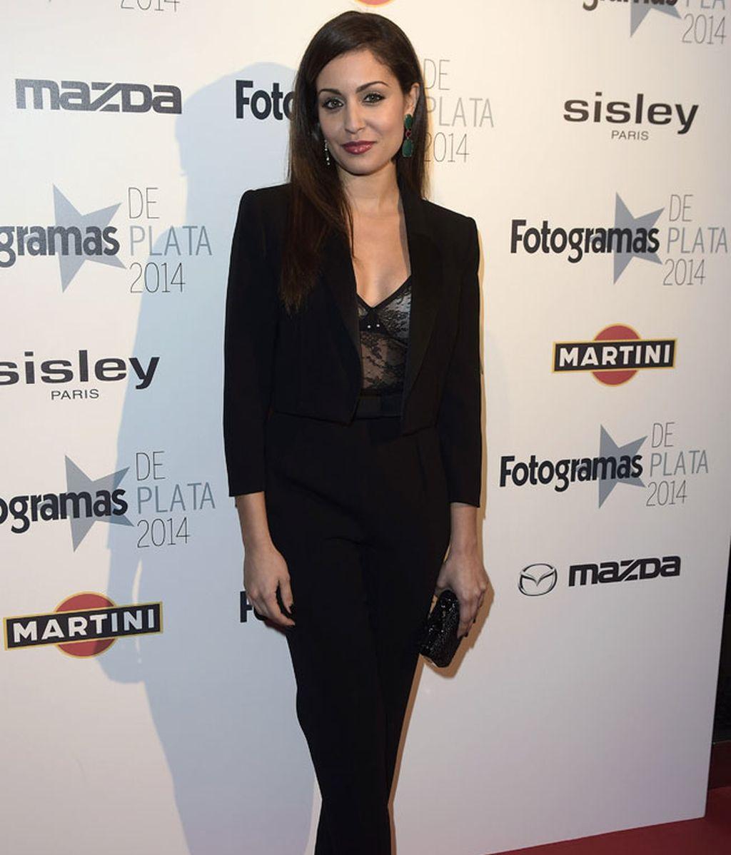Hiba Abouk iba de elegante negro