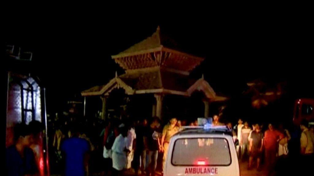 La explosión se originó en un depósito de fuegos artificiales dentro del templo