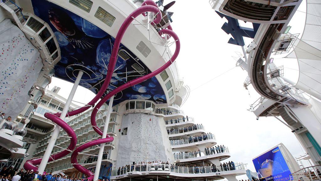 El mayor crucero del mundo ya surca los mares