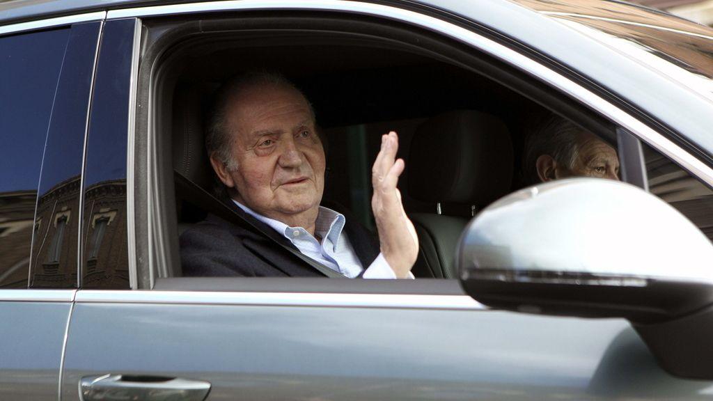 El Rey abandona el hospital. Foto: EFE