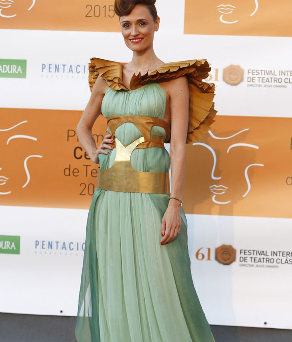Laura Pamplona, con uno de los diseños de Cristina Caspueñas y Natalia Fernández