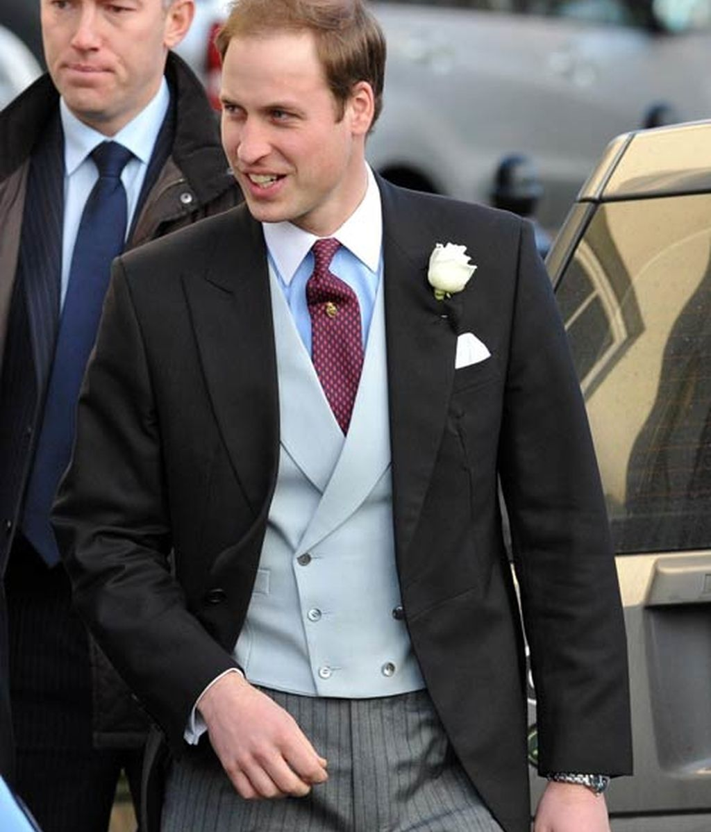 El Príncipe Guillermo y Kate Middleton toman nota en la boda de unos amigos