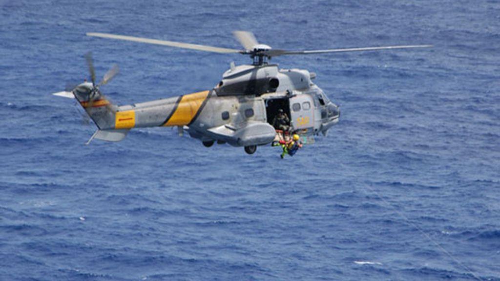 Localizan los restos del helicóptero del SAR accidentado en Fuerteventura