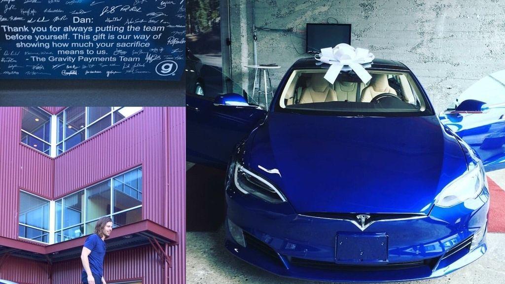 Trabajadores agradecidos regalan un coche a su jefe