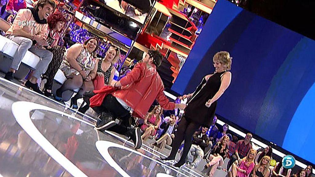 La presentadora se baja la cremallera