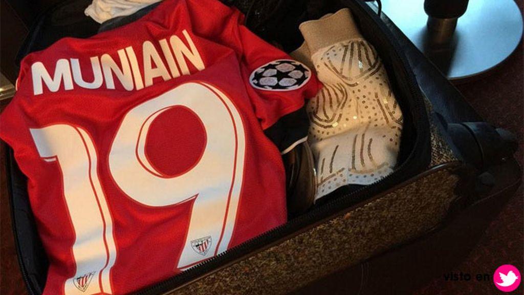 Su vida de WAG le lleva a todos los partidos fuera de casa, siempre con la camiseta del 19