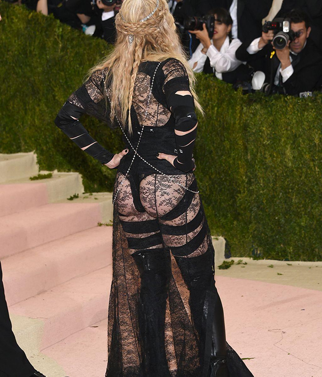 Espalda del modelo de Madonna