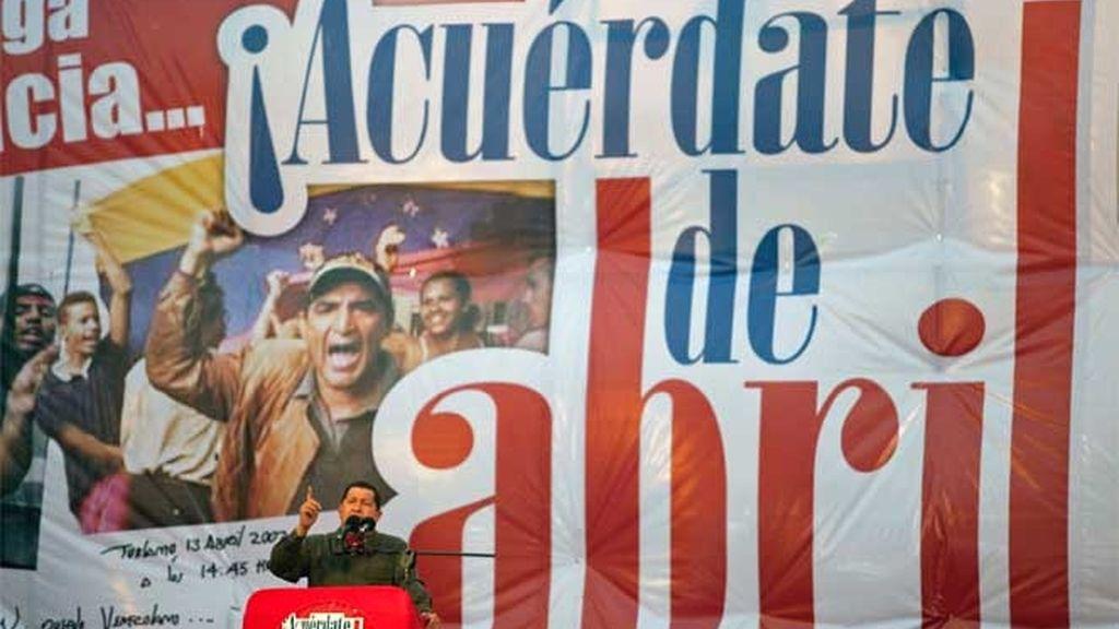 Hugo Chávez en la celebración del séptimo aniversario de su mandato tras el golpe de Estado de 2002