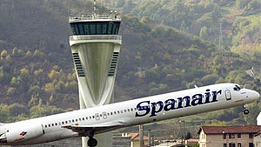 Imagen de archivo de un avión de Spanair. Foto: EFE.