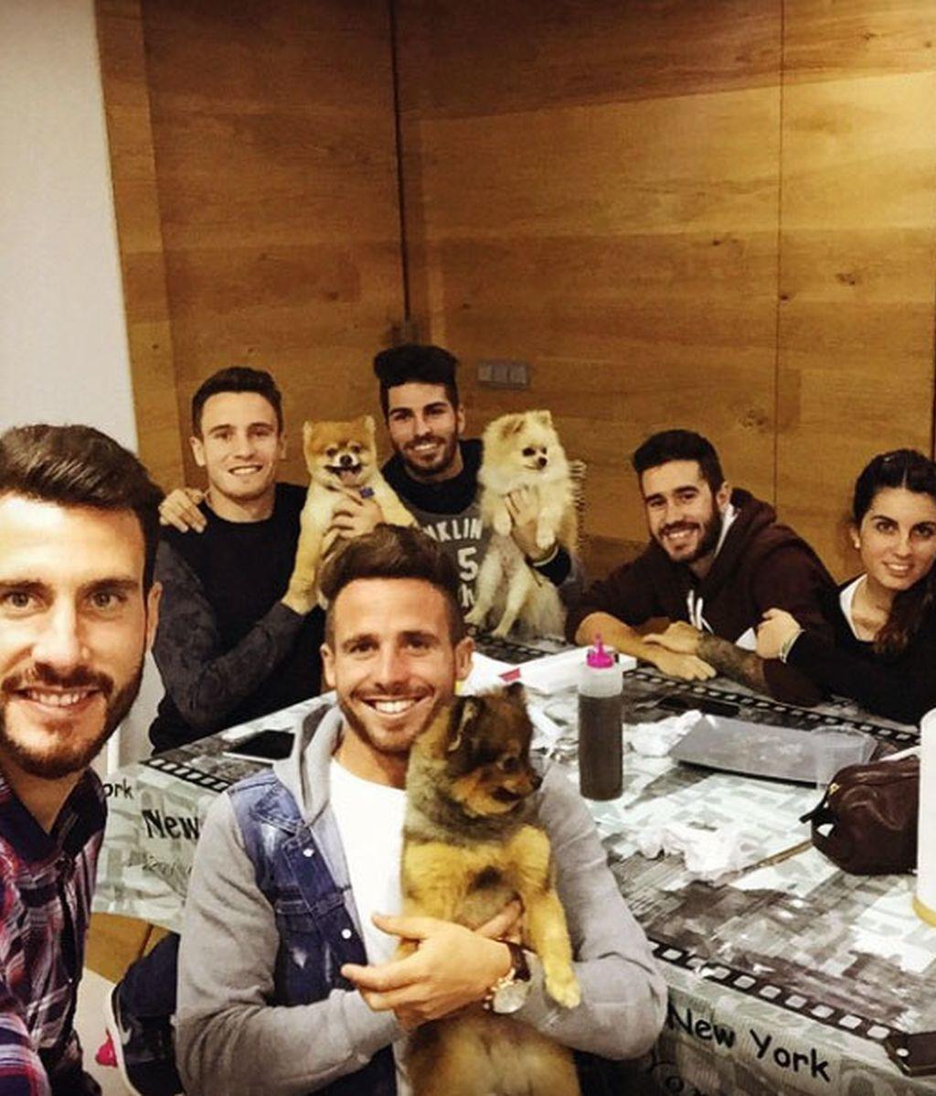 Saúl Ñiguez, de cena con los colegas... y sus perros