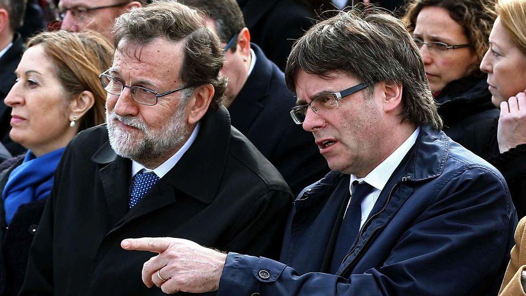 Rajoy y Puigdemont, juntos en el homenaje a las víctimas del accidente de Germanwings