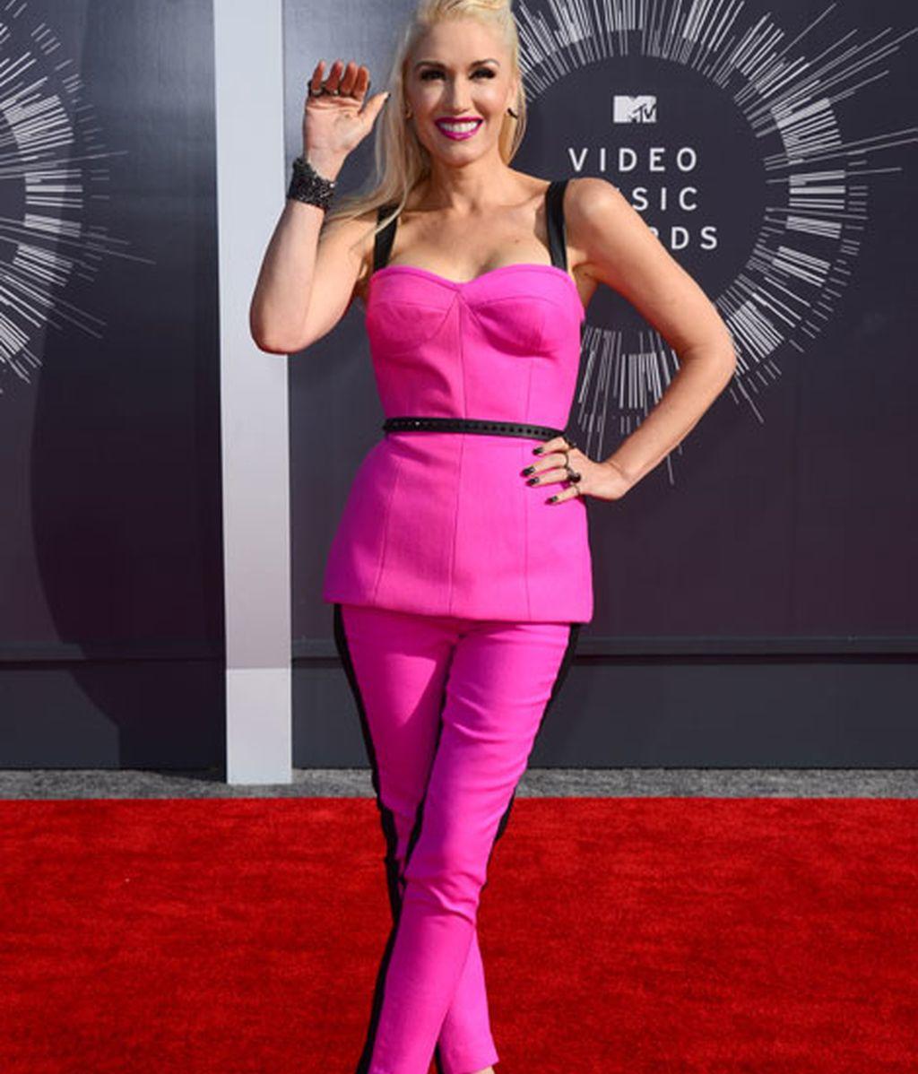Gwen Stefani de rosa y negro de L.A.M.B.