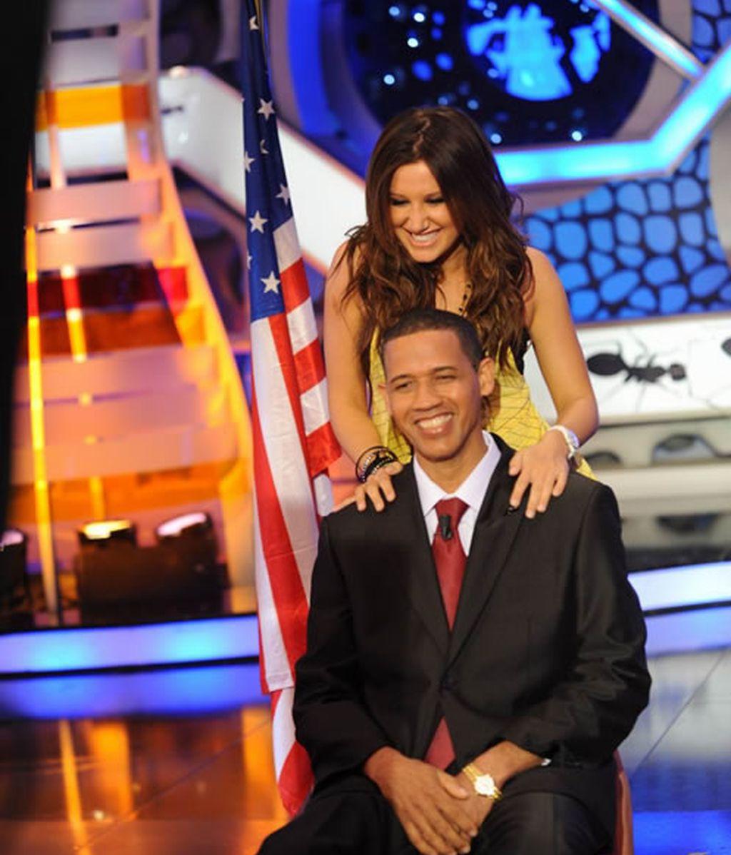 Ashley Tisdale bailó al presidente Barack Obama
