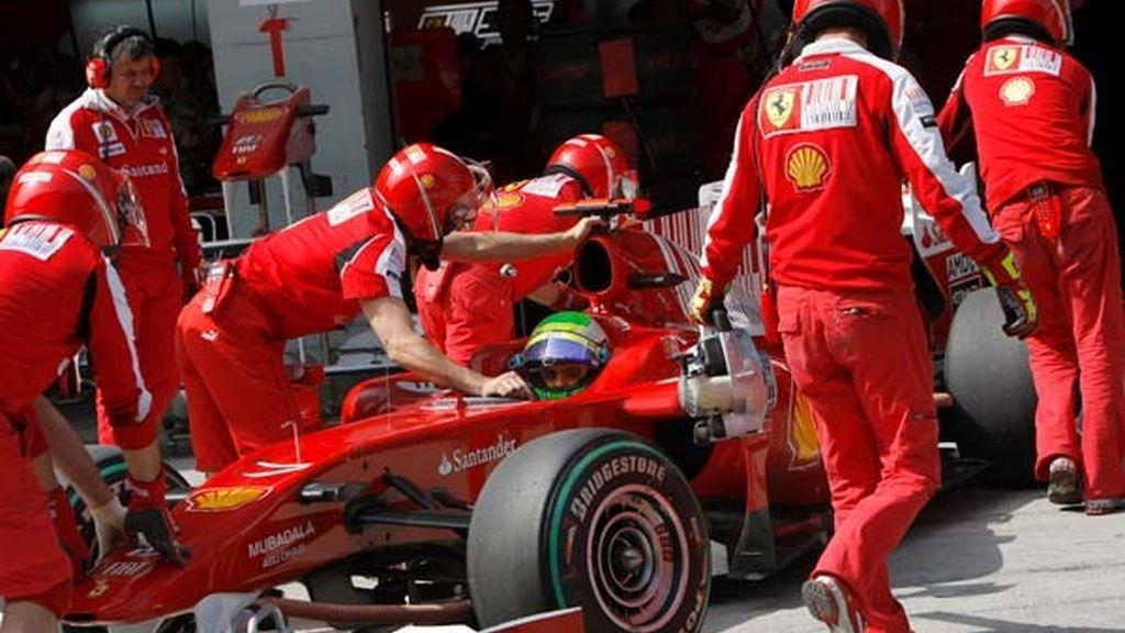 La escudería Ferrari hacia el garaje