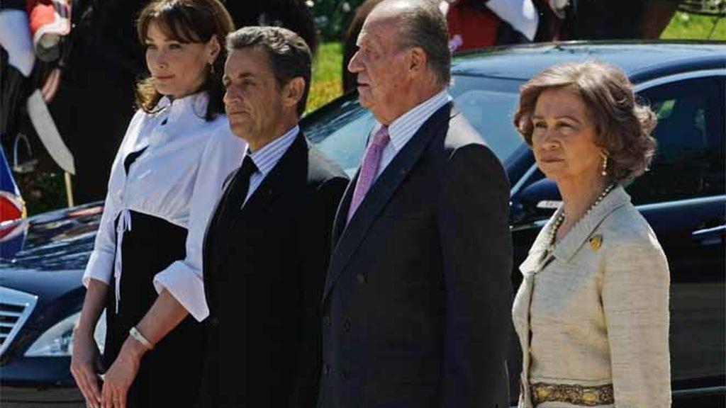 Los Reyes dan la bienvenida a los Sarkozy