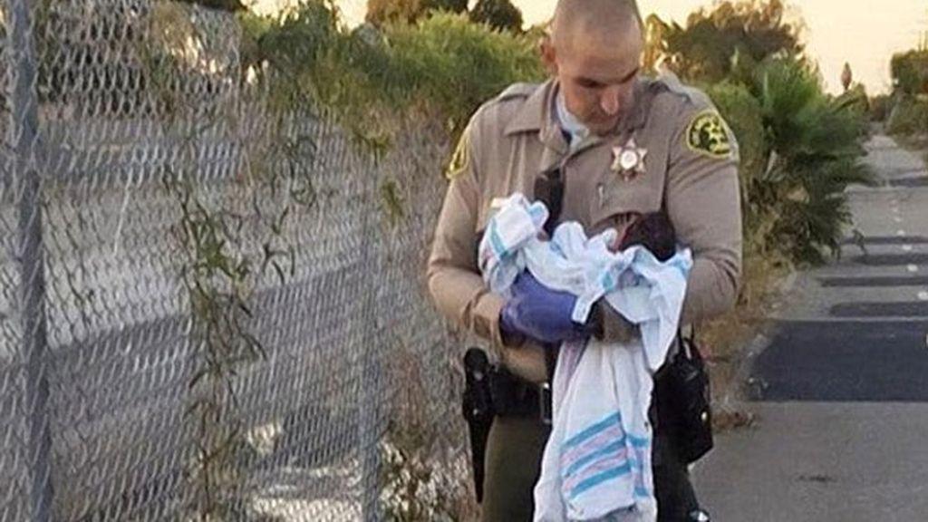 Rescatan en Los Ángeles a una recién nacida enterrada viva