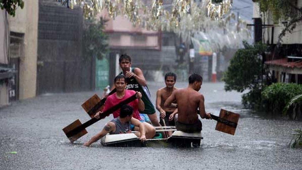 Las autoridades elevaron a 224 la cifra de fallecidos confirmados en inundaciones y corrimientos de tierra y se desconoce la suerte de otras 374 víctimas.