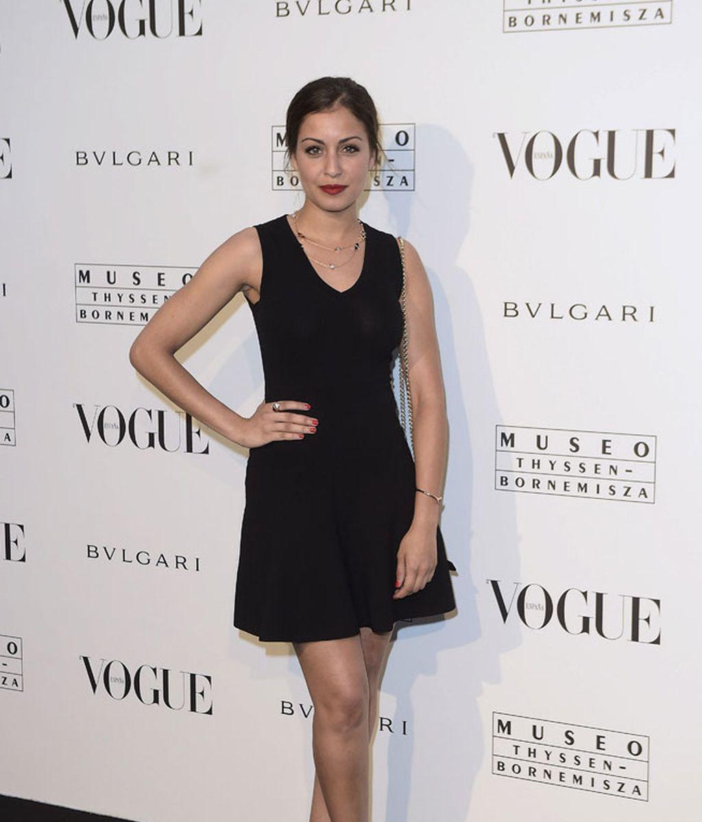 Hiba Abouk eligió un modelo negro con falda de vuelo
