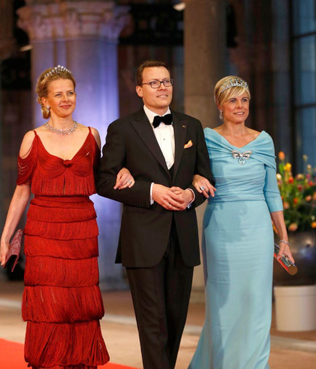 Mabel y Constantino de Holanda junto a la princesa Laurentien, de azul