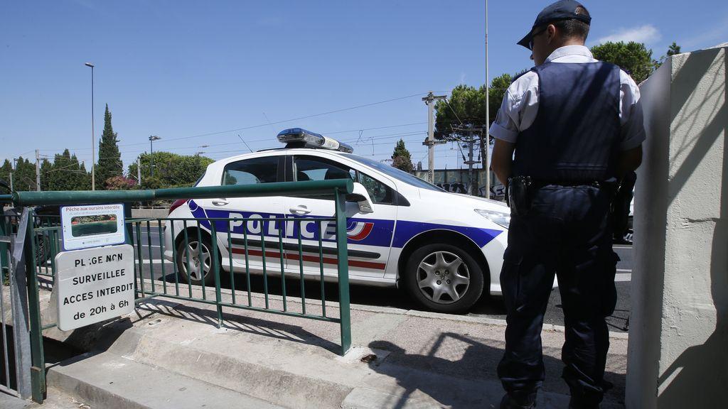 Herido de bala un agente durante un asalto a una sede de la Policía a las afueras de París