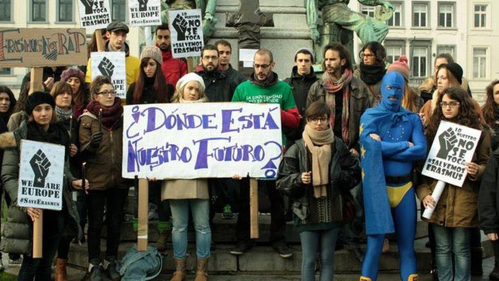 Alumnos Erasmus protestan contra los recortes de las becas