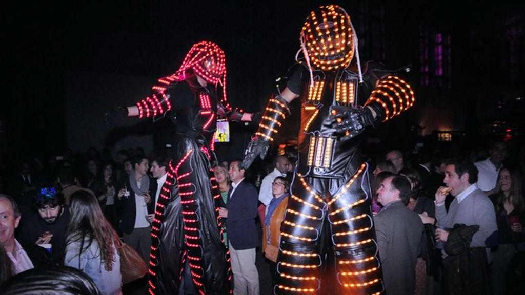 J&B sorprendió a los asistentes a la fiesta con un show lleno de color